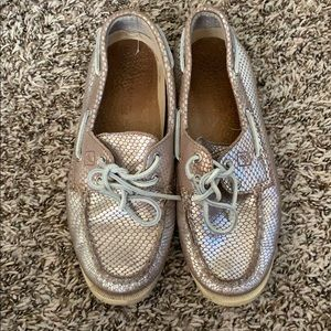 Used. Sperry Topsider Metallic Pink Shoes SZ: 9.5